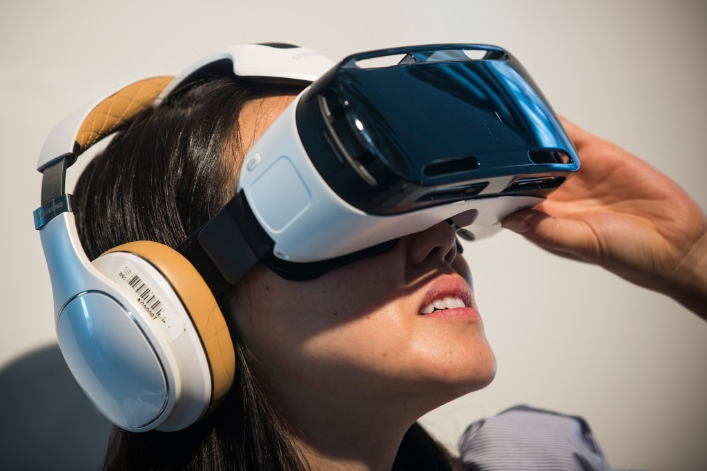 Samsung GearVR : the harbinger of the final form factor of VR : light, wireless, fast, mobile.